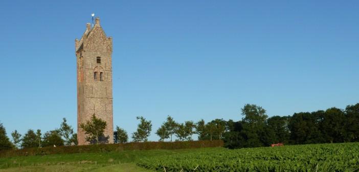 Markant in het Waddenland: vijf eenzame oude torens