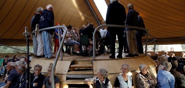Shantykoor van Schiermonnikoog bij het Soundbox Paviljoen (c) Foppe Schut
