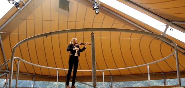 Ylva Larsdotter bij het Soundbox Paviljoen (c) Foppe Schut